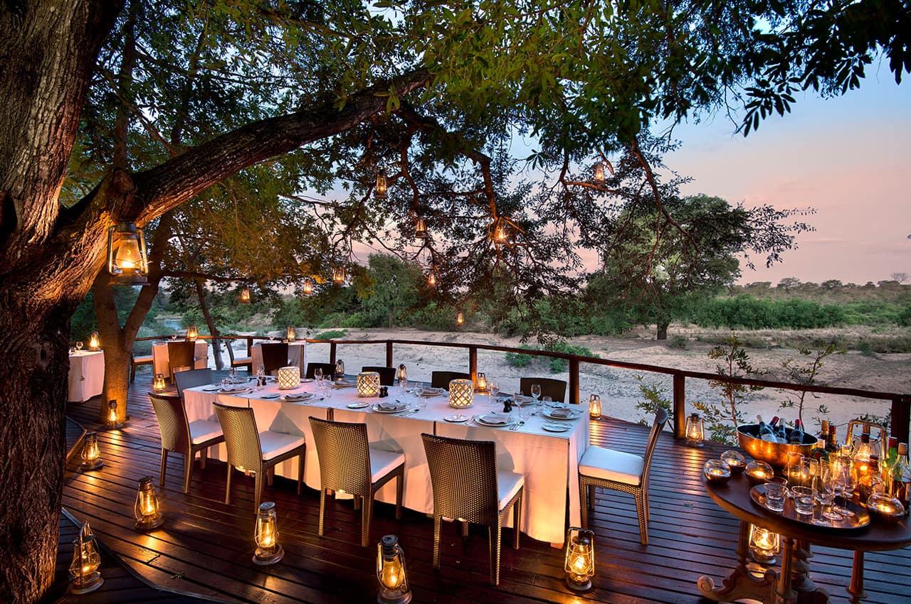 Jantar no deck, River Lodge
