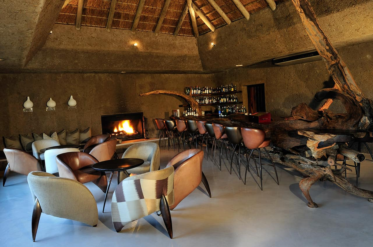 Lounge bar, Earth Lodge