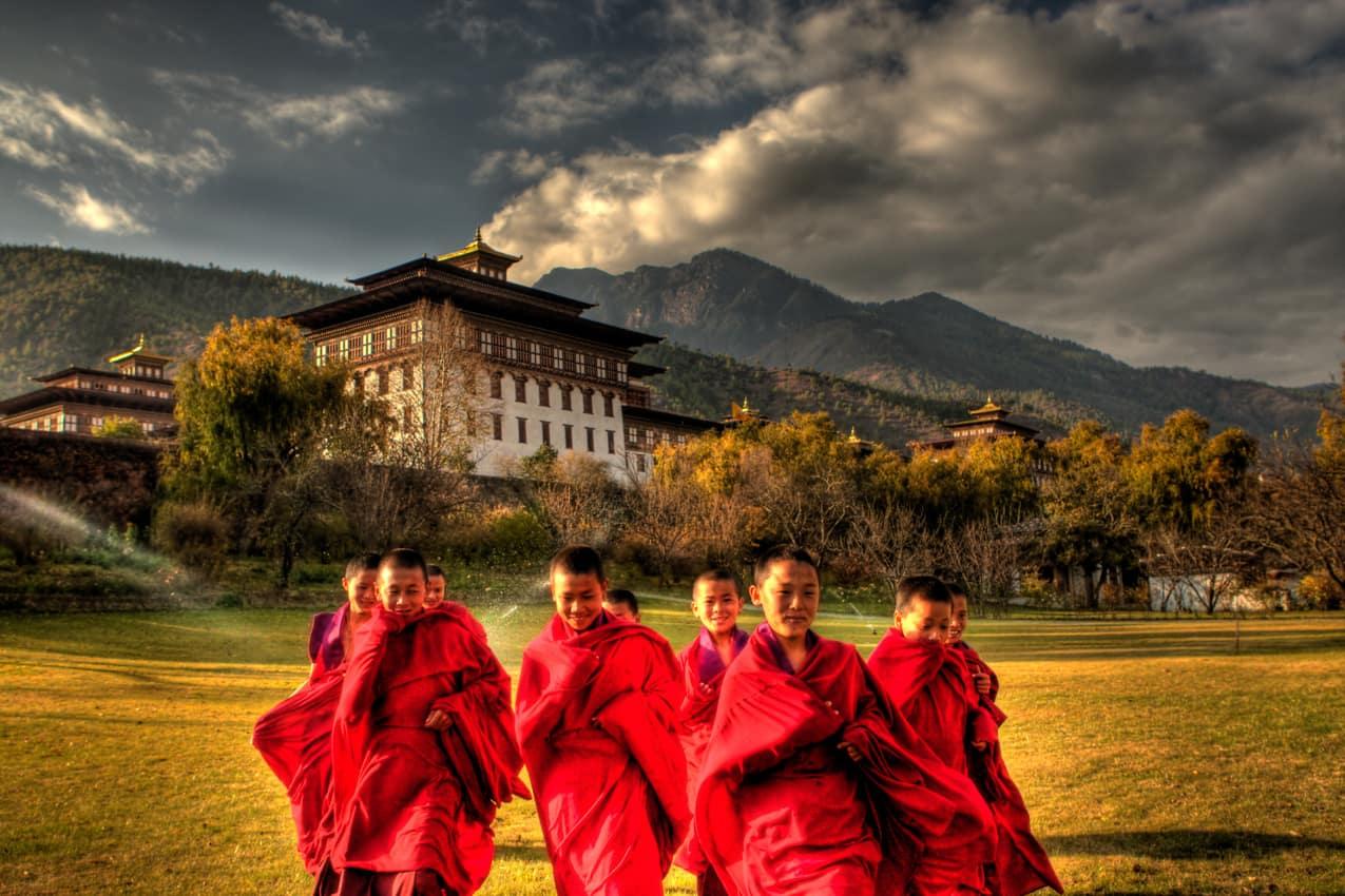 Pequenos monges Butão