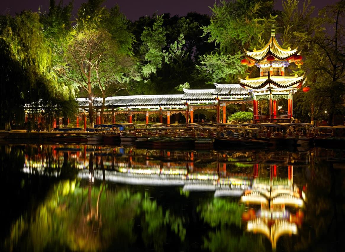 Pagode chinês iluminado