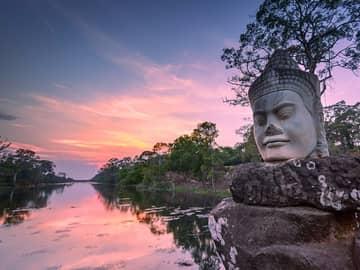 Escultura no exterior de Angkor Wat