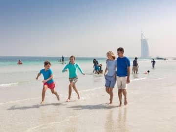 Familia praia dubai