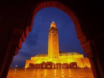 Mesquita Hassan II ao crepúsculo - Casablanca, Marrocos.