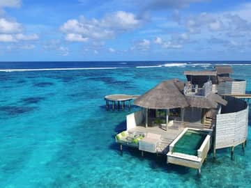 Overwater villa with pool no Six Senses Laamu