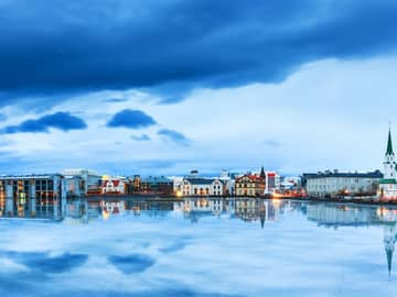 Panorâmica paisagem urbana Lago Tjornin, Reykjavik, Islândia