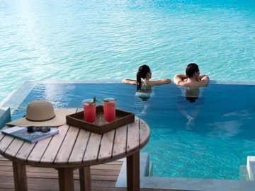 Priscina bangalô sobre águas, Anantara Veli Maldives Resort, Ilhas Maldivas