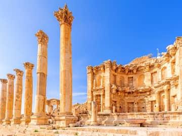 Viagem Jordânia: cidade antiga Nymphaeum, Gerasa, Jordânia