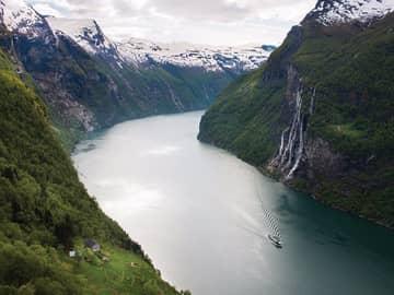 Vista aérea dos fiordes noruegueses