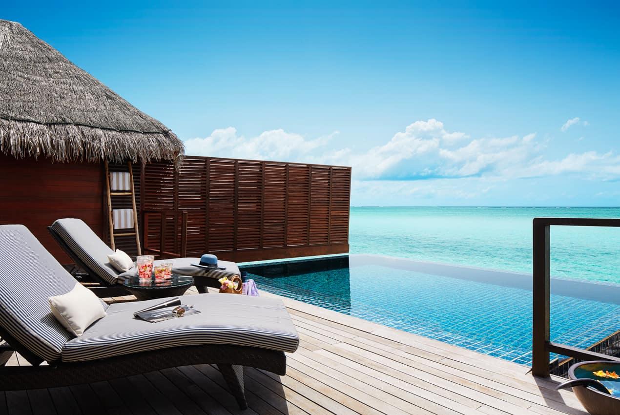 Bangalô sobre águas piscina, Taj Exotica Resort, Ilhas Maldivas