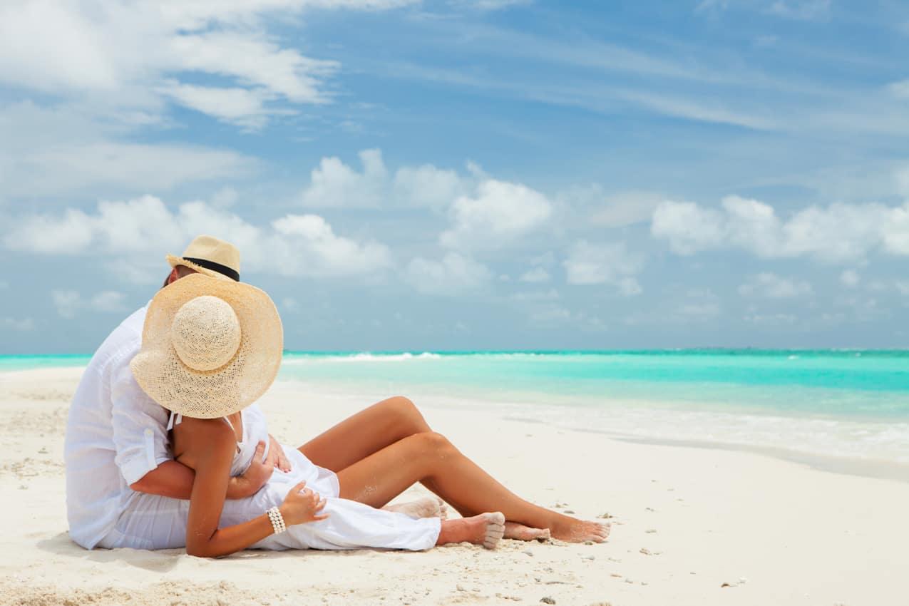 Casal lua de mel praia Ilhas Maldivas