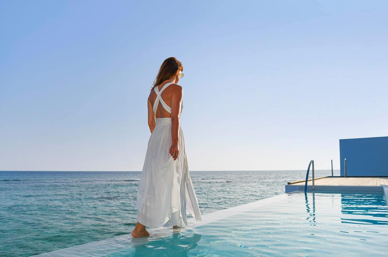 The westin maldives mulher na piscina