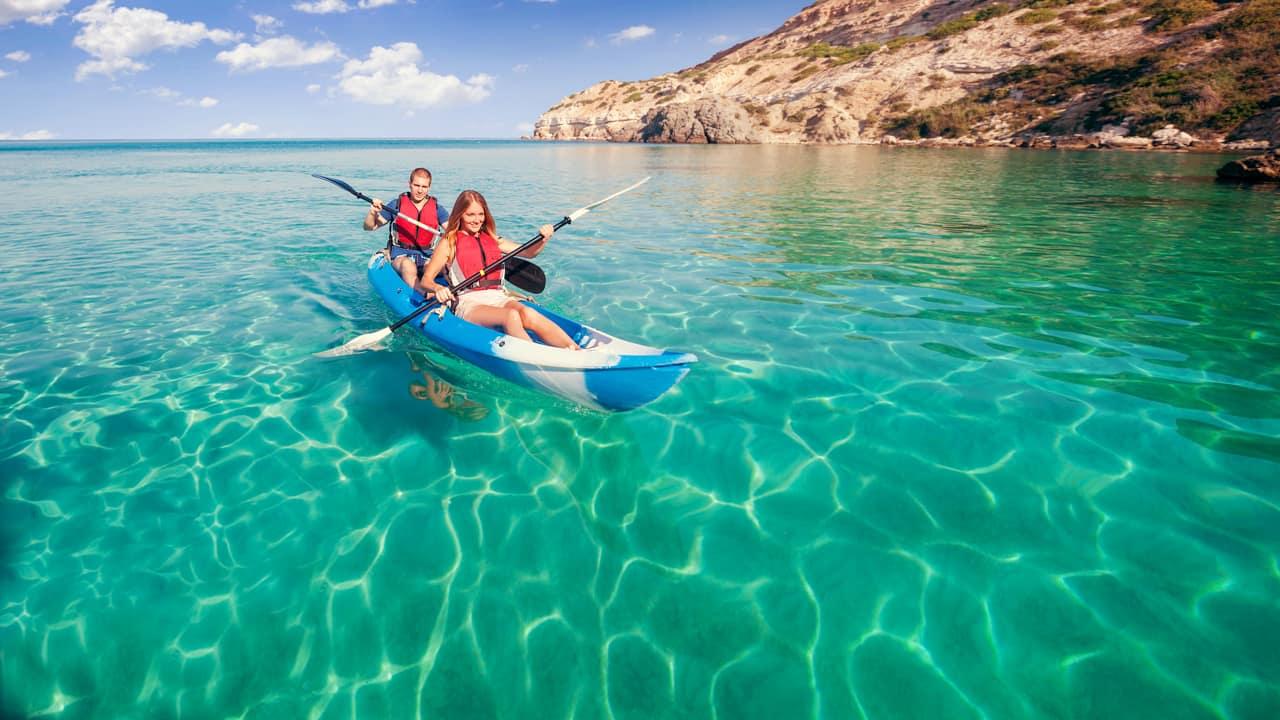 Viagem Ilhas Maldivas casal caiaque praia
