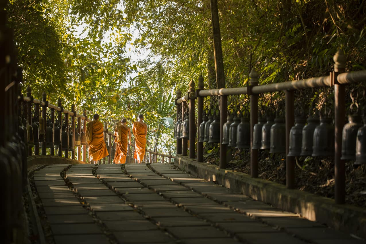 Viagem Myanmar monges templo