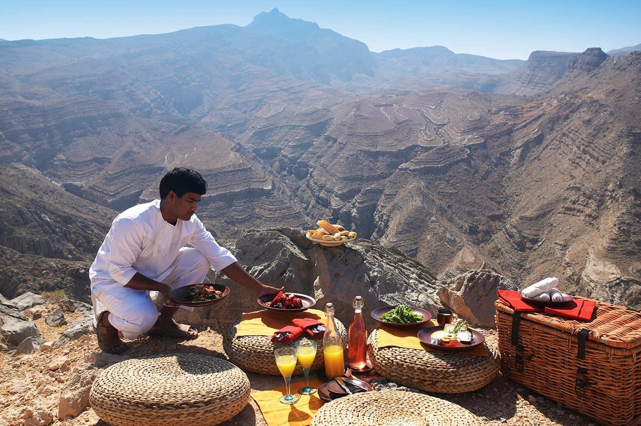 Piquenique na montanha no Six Senses Zighy Bay, Omã