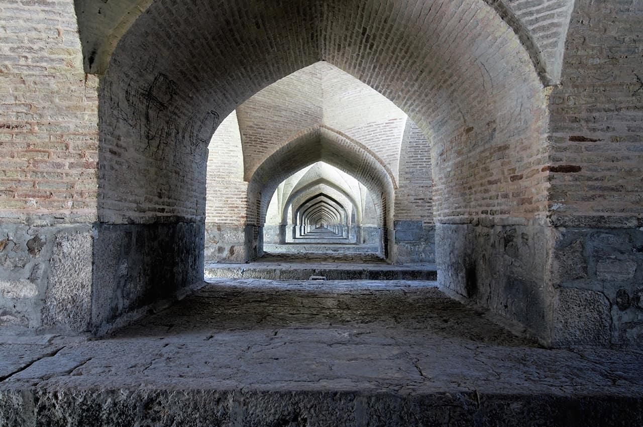 Ponte que cruza o Rio Zayande Rud