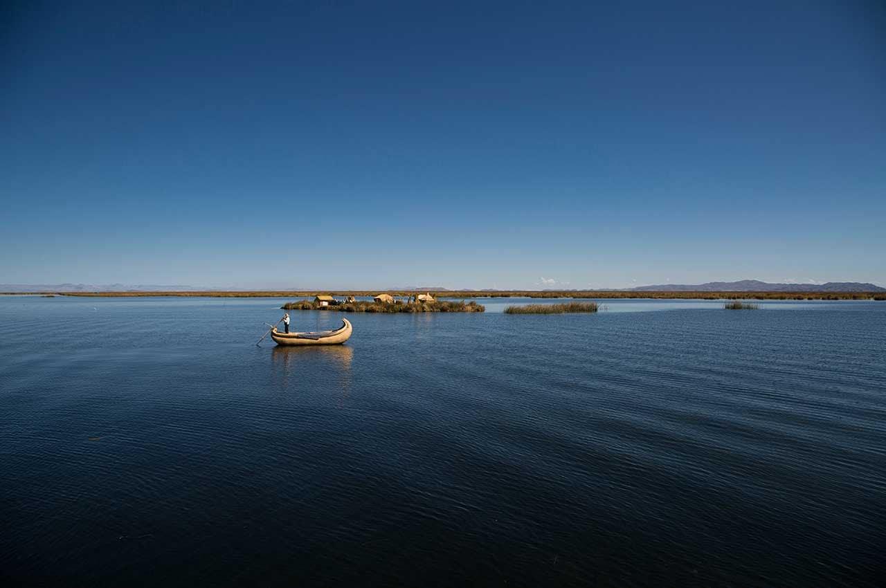 Canoa no Lago Titicaca, Peru