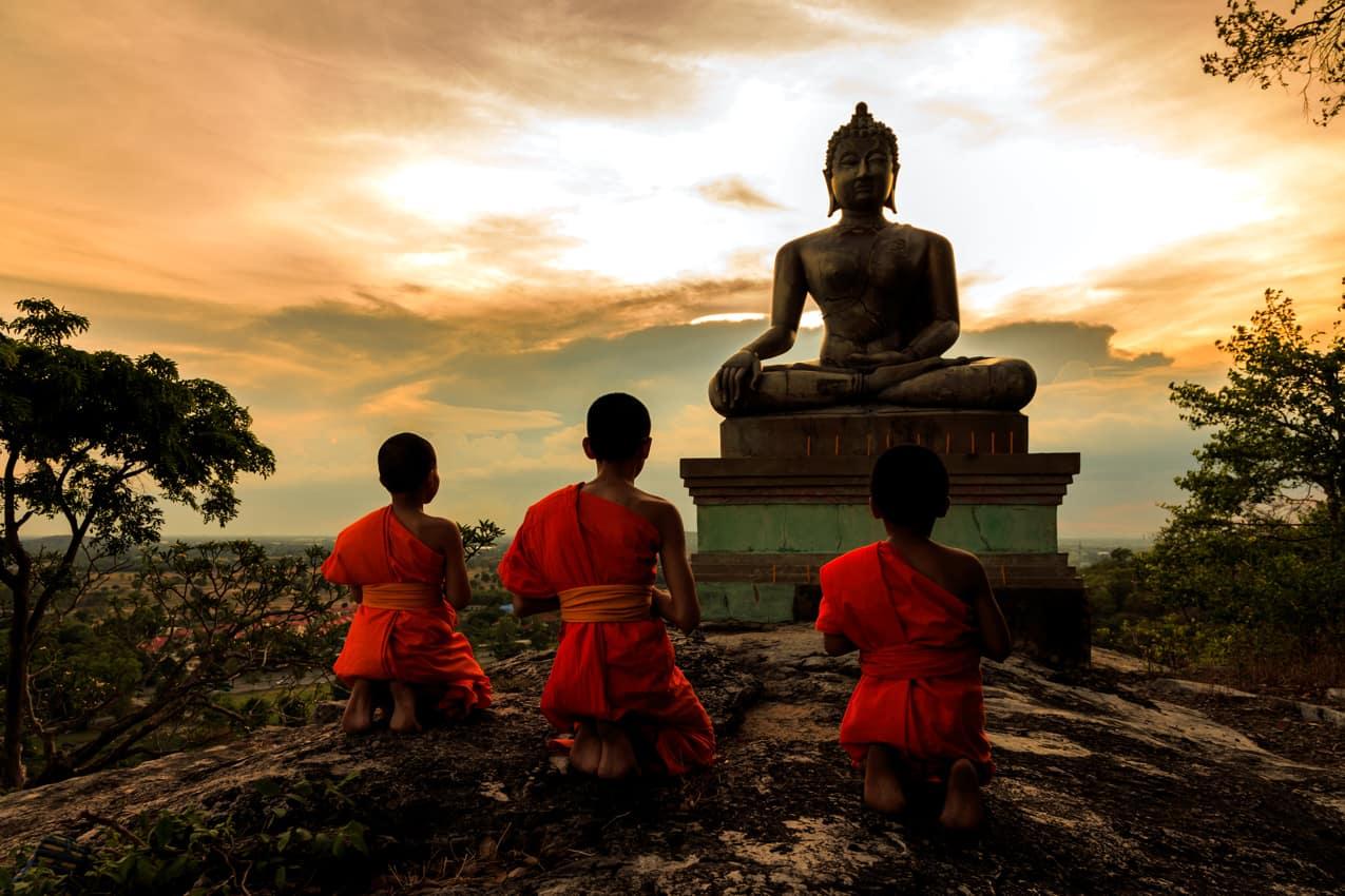 Monges estátua Buda turismo Tailândia