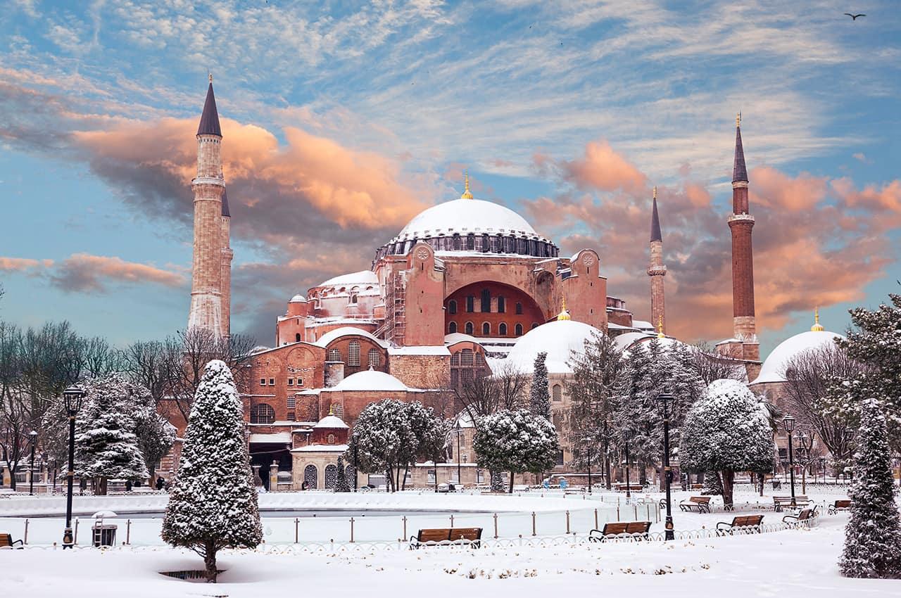 Basílica Santa Sophia no inverno - Istambul, Turquia.