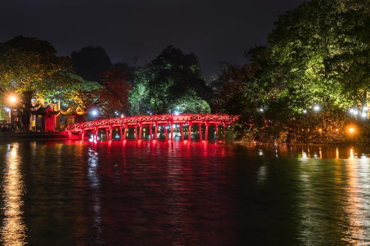 Ponto turístico: Ponte Huc, Hanói, Vietnã