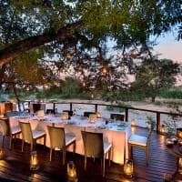 Jantar no deck, River Lodge
