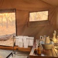 Banheiro no andBeyond Chobe Under Canvas