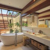 Nannai muroalto suitevilla banheiro