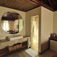 Nannai noronha brasil frentemar banheiro