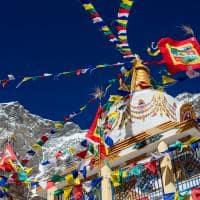 Bandeiras com orações Templo do Sol Himalaia