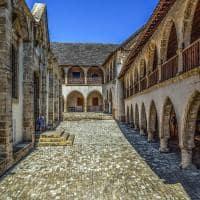 Mosteiro de santa cruz omodos chipre