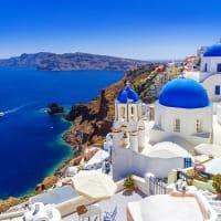 As cúpulas azuis de Santorini - Grécia.