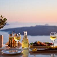 Restaurante na Praia, Acima do Vulcão, Santorini, Grécia Ilhas