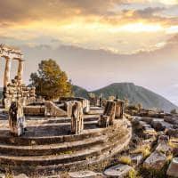 Ruínas de Delphi ao pôr-do-sol