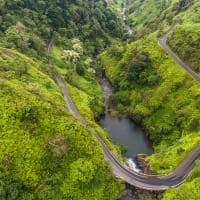 Vista aérea da estrada para Hana - Maui, Havaí.