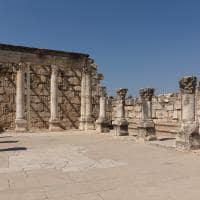 Interior da antiga sinagoga de Cafarnaum - Israel