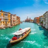 Grande canal com a bas lica di santa maria della salute veneza