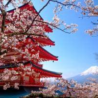 Mt Fuji com pagode vermelho, Fujiyoshida, Japão