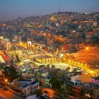 Vista noturna de Amã - Jordânia