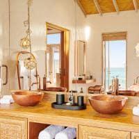 Fairmont maldives sirru fen fush water sunrise villa banheiro interior