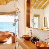 Fairmont maldives sirru fen fush water sunrise villa banheiro
