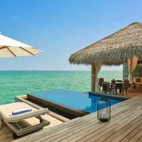 Fairmont maldives sirru fen fush water sunrise villa deck e piscina