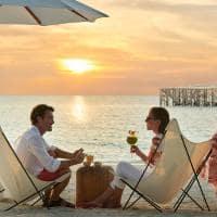 Fairmont maldives sirru fen fushi casal por do sol