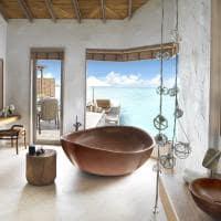 Fairmont maldives sirru fen fushi grand water sunset villa banheiro
