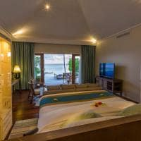 Hurawalhi beach pool villa quarto