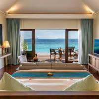 Hurawalhi ocean pool villa quarto