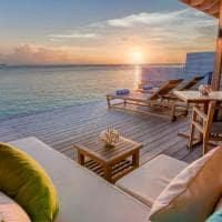 Hurawalhi oceanvilla deck