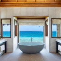 Huvafen fushi lagoon bungalow with pool banheiro