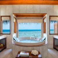 Huvafen fushi ocean bungalow with pool banheiro