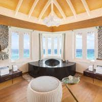 Jw marriott maldives banheiro overwater pool villa sunrise