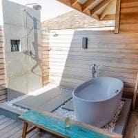 Kagi maldives banheiro lagoon pool villa