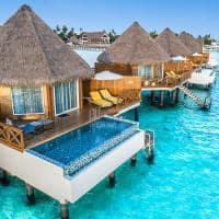 Mercure maldives kooddoo vista aerea da overwater sunset pool villa